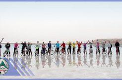 تور دوچرخه سواری دریاچه حوض سلطان گروه گردشگری ماناسلو