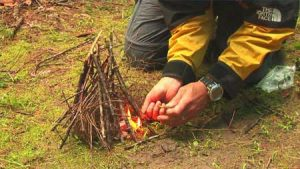 افروختن آتش در طبیعت، گروه گردشگری ماناسلو