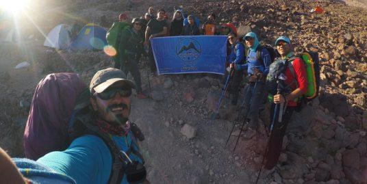 صعود گروه گردشگری ماناسلو به قله دماوند