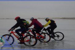 تور دوچرخه سواری دریاچه حوض سلطان گروه گردشگری ماناسلو (1)