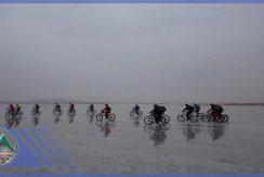 تور دوچرخه سواری دریاچه حوض سلطان گروه گردشگری ماناسلو (2)