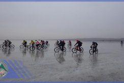 تور دوچرخه سواری دریاچه حوض سلطان گروه گردشگری ماناسلو (3)
