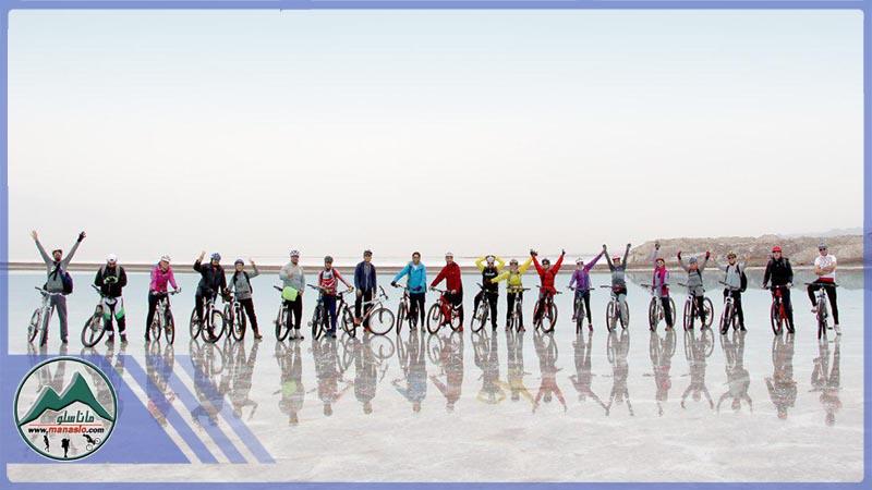 تور دوچرخه سواری دریاچه حوض سلطان گروه گردشگری ماناسلو (4)